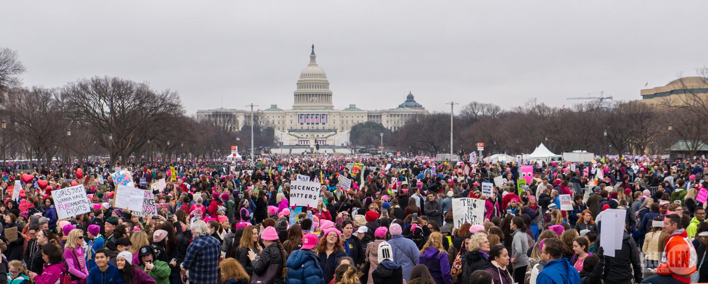 Sorgeix una resistència popular massiva als EUA, liderada per les dones, que van protagonitzar la primera gran manifestació contra les polítiques de Trump. El barrets rosa ja són un símbol de la protesta. / Mark Dixon